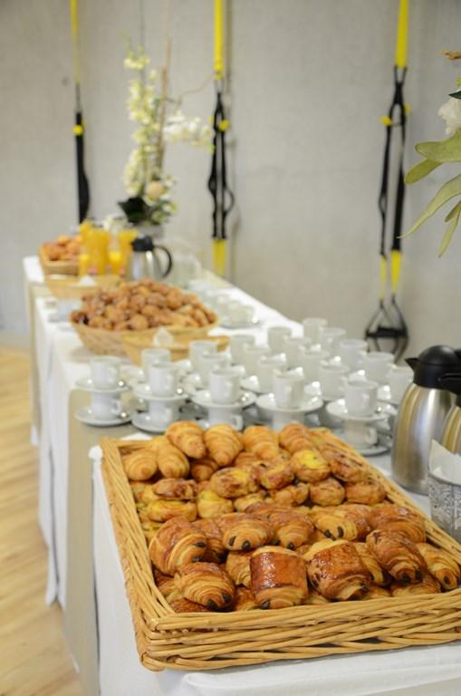 Organisation de caf d 39 accueil pause caf petit d jeuner for Decoration table buffet dinatoire